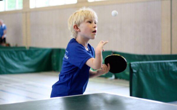 Mio beim Behinderten-Tischtennis